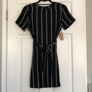 **LAST CHANCE**Black and white striped woven dress